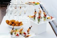 Boda de la comida del abastecimiento, table-3 hermoso blanco Imagen de archivo