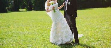 Boda feliz, novia y novio junto Fotografía de archivo