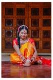 Boda hindú de la cultura con la sari foto de archivo