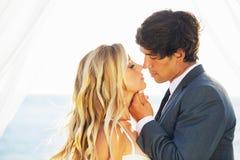 Boda, novia y novio Just Married en amor Imagen de archivo libre de regalías
