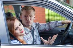 Boda que discute en un coche Foto de archivo libre de regalías