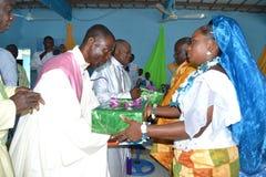 BODA RELIGIOSA AFRICANA imagen de archivo libre de regalías