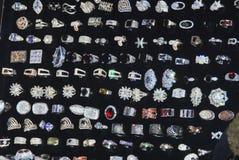 Boda y anillos de compromiso de lujo Imagen de archivo