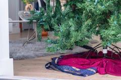 Bodem van een kunstmatige Kerstboom royalty-vrije stock fotografie