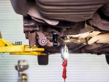 Bodemmening van auto met nieuwe schokbrekers Stock Foto's