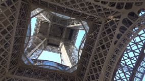 Bodemmening van de toren van Eiffel stock footage