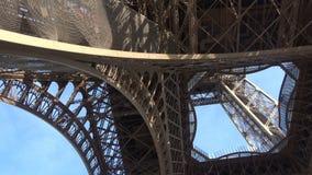 Bodemmening van de toren van Eiffel stock videobeelden