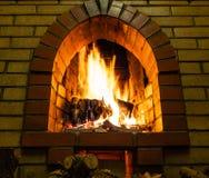 Bodemmening van open haard met het branden van brandhout royalty-vrije stock foto's