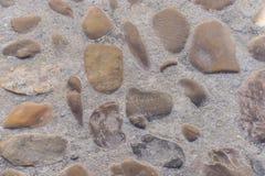 Boden bildete sich durch kleines Fluss stonesCity von Segovia, berühmt für ihn stock abbildung