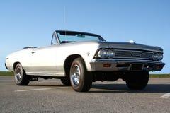 Boden herauf Ansicht 1966 Klassiker-Auto Lizenzfreies Stockfoto
