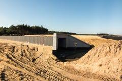 Bodenbewegungen für den Bau der Autobahn Lizenzfreie Stockfotos