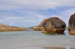 Bodenhöhe-Ansicht von Elefant-Felsen, stürmische West-Australien-Himmel Lizenzfreie Stockfotografie
