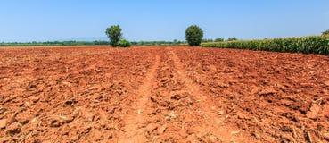 Bodenvorbereitung für die Landwirtschaft Lizenzfreie Stockfotos