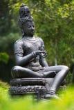 Bodhisattva de bronce de la estatua en el jardín Fotos de archivo