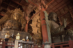 Bodhisattva de Kokuuzo e a grande Buda, Nara, Japão Imagem de Stock Royalty Free