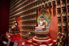 Bodhisattva in de Tempel van het de Tandoverblijfsel van Boedha stock fotografie