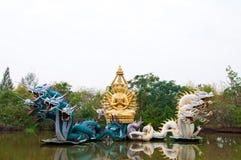 Bodhisattvastatue mit Drachen Stockfotografie