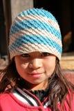 BODHNATH, NEPAL - 24 DE DEZEMBRO DE 2014: Retrato de uma menina em Ichangu Narayan Temple perto de Kathmandu imagem de stock