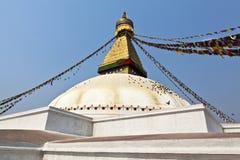 Bodhnath Stupa med bönflaggor i Kathmandu - Ne Arkivbilder