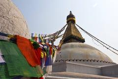 Bodhnath Stupa med bönflaggor i Kathmandu - Ne Royaltyfri Foto