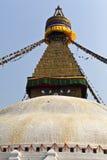 Bodhnath Stupa mit Gebetmarkierungsfahnen in Katmandu - Ne Stockbilder