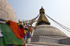Bodhnath Stupa mit Gebetmarkierungsfahnen in Katmandu - Ne Lizenzfreies Stockfoto