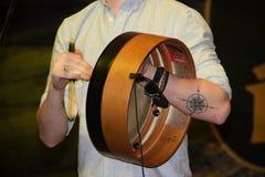 Bodhran, un instrument de musique irlandais photos stock