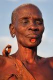 Bodi kvinna södra Omo, Etiopien Arkivfoto