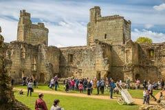 BODIAM, R-U - 1ER MAI 2016 : Fortification moated du 14ème siècle R-U de château de Bodiam image stock