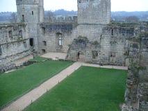Bodiam slott från ett inre perspektiv arkivbilder