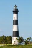 Bodie雪松围拢的海岛灯塔 免版税库存照片