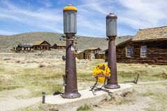Bodie Ghost Town Antique Gas pumpar royaltyfri foto