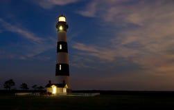 Bodie Island Lighhouse alla notte Immagini Stock Libere da Diritti