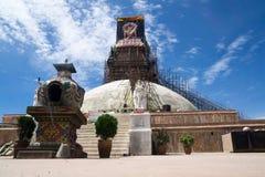 Bodnath Stupa的整修 免版税库存图片