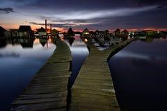 Bodoki das sich hin- und herbewegende Dorf von Ungarn an der blauen Stunde lizenzfreie stockbilder