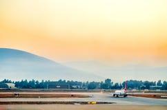 Bodrum, Mugla, Turquie 16 septembre 2017 L'avion de passagers prépare pour décoller à l'aéroport de Bodrum Photographie stock libre de droits