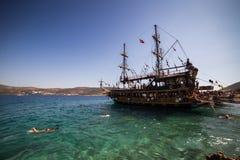 BODRUM TURKIET - September 14, 2017 Underbart piratkopiera skeppet i bl royaltyfri foto