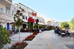 Bodrum, Turquía 2014 Calle turca de Tipical con los restaurantes de los mariscos Fotos de archivo libres de regalías