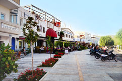Bodrum, Turquia 2014 Rua turca de Tipical com restaurantes do marisco Fotos de Stock Royalty Free