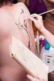 Body-painting: Peixes de Koi (1) foto de stock