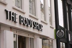 Body Shop logo na znaku na fasadzie Body Shop jest Brytyjscy kosmetyki, skóry opieka i pachnidło firma, fotografia royalty free