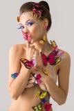Bodyart Αρκετά nude τοποθέτηση κοριτσιών με τις πεταλούδες Στοκ φωτογραφία με δικαίωμα ελεύθερης χρήσης