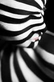 Bodyart a spirale sul corpo di una ragazza immagine stock libera da diritti