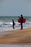Bodyboader y persona que practica surf Fotos de archivo libres de regalías