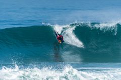 Bodyboarder που κάνει σερφ το ωκεάνιο κύμα Στοκ Εικόνες