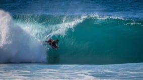 Bodyboarder dans le tube Photo libre de droits