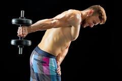 bodybuilder ανύψωση αλτήρων στοκ φωτογραφία