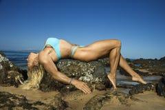 bodybuilder γυναίκα βράχου Στοκ φωτογραφίες με δικαίωμα ελεύθερης χρήσης