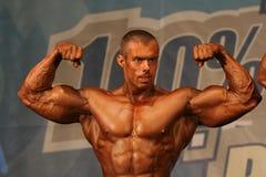 bodybuilder θέτοντας στοκ φωτογραφίες