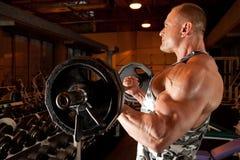 bodybuilder κατάρτιση δωματίων Στοκ Εικόνες